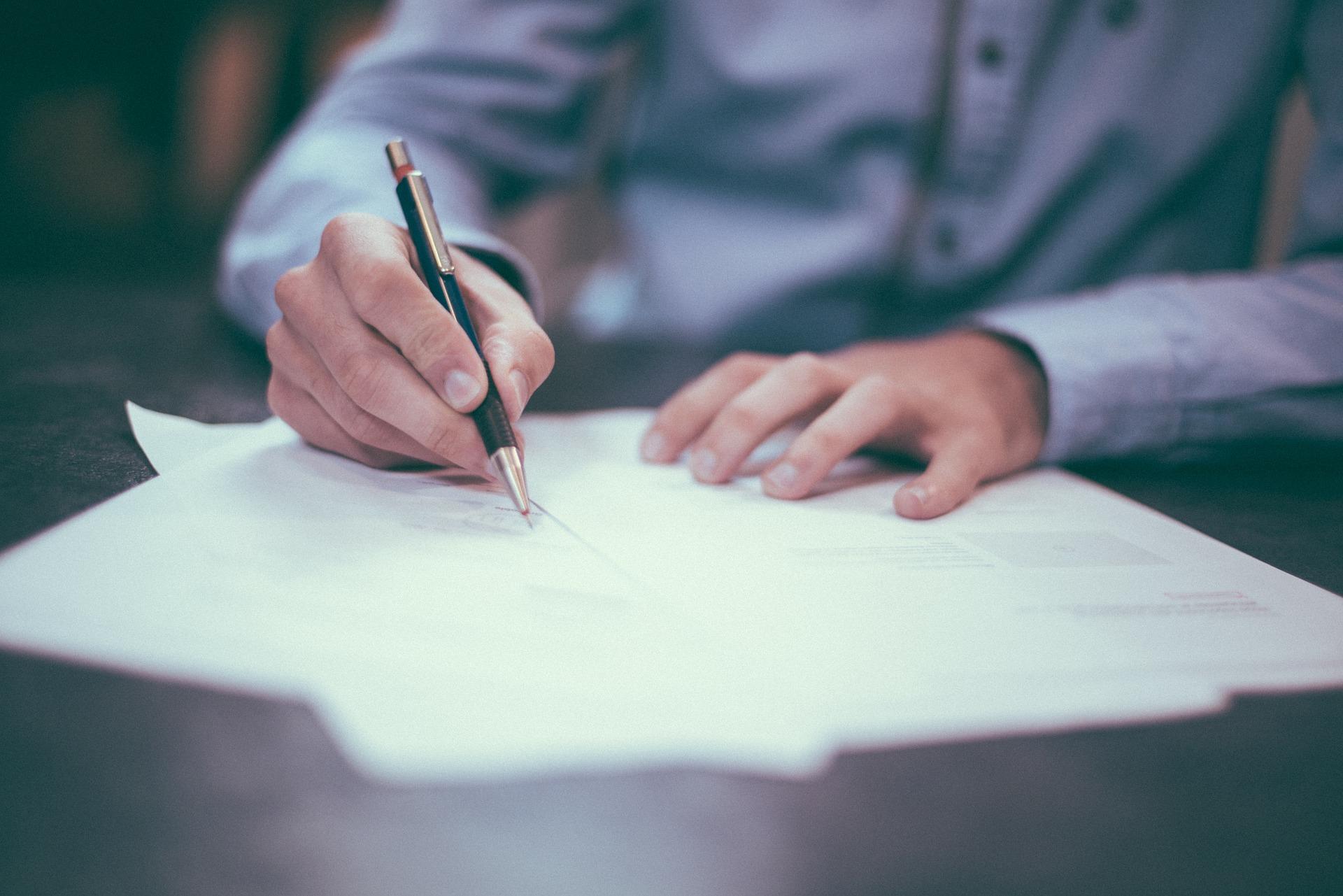 Izdelava pravnih notranjih aktov in pogodb
